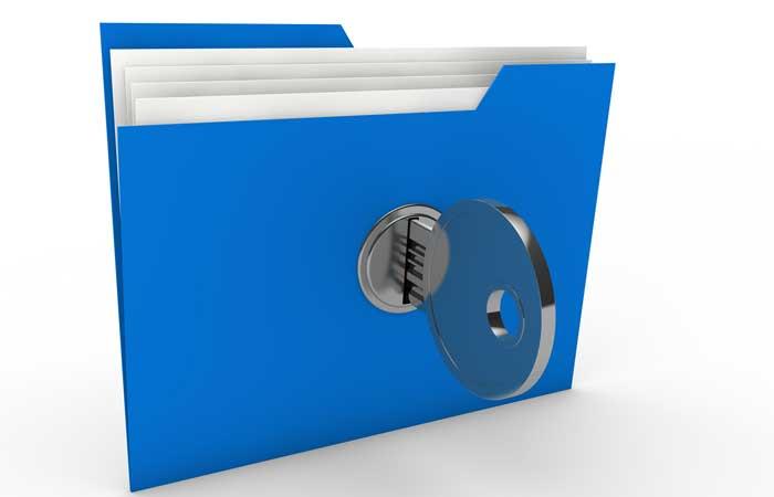Folder azul con una llave incrustrada